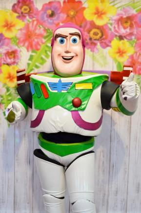 Buzz Astal, chodząca postać bajkowa