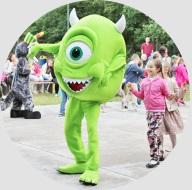 Mike Wazowski na imprezie dla dzieci z okazji Dnia Dziecka