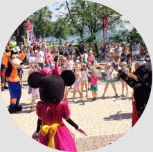 Postacie bajkowe na imprezie z okazji Dnia Dziecka z Radiem Zet
