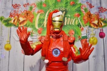 Ironman, świąteczne żywe maskotki do wynajęcia