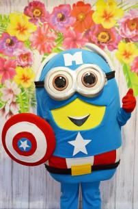 Minionek Kapitan Ameryka, czyli żywa maskotka z bajki Minionki