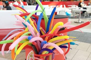 Stanowisko ze skręcaniem balonów dla dzieci