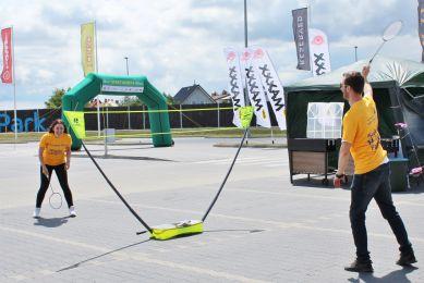 Atrakcje plenerowe dla dzieci / badminton