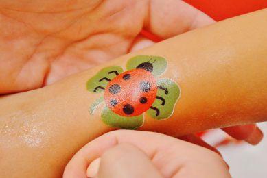 Stanowisko z tatuażami wodnymi wynajem