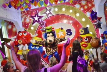 Goofy na balu karnawałowym dla dzieci