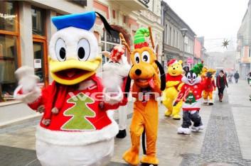 Świąteczny Kaczor Donald, Pluto podczas mikołajkowej parady
