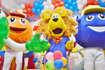 Chodząca postać bajkowa Lew Alex na imprezie urodzinowej