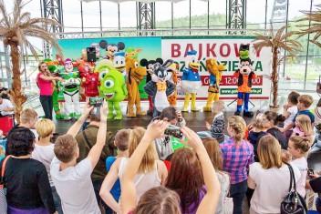Bajkowe żywe maskotki na evencie z okazji Dnia Dziecka