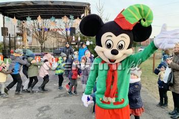 Myszka Miki w świątecznej stylizacji