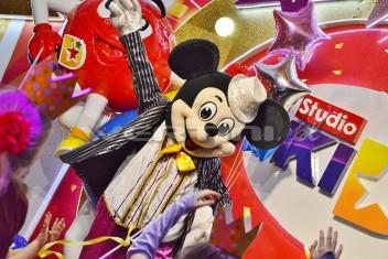 Myszka Miki na balu karnawałowym