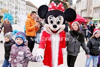 Myszka Minnie, świąteczna żywa maskotka