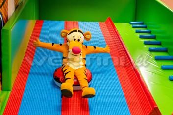 Tygrysek, żywa maskotka na imprezce dla dzieci