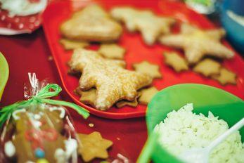 Stanowisko z dekorowaniem pierników świątecznych