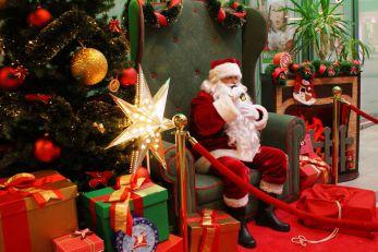 Mikołaj na fotelu, czyli świąteczna scenografia