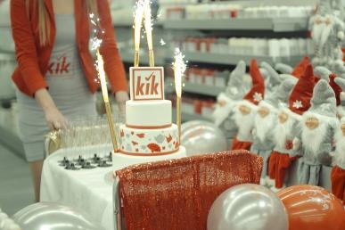 Event urodzinowy sklepu i tort