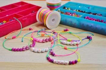Warsztaty bransoletki z koralików i kolorowych sznurków