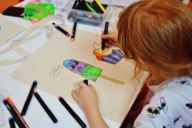 Malowanie toreb bawełnianych, czyli warsztaty dla dzieci