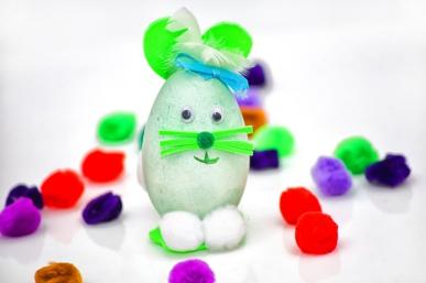 Wielkanocne warsztaty tworzenia pisanek z jajek styropianowych