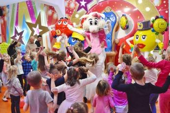 Suzi zajączek wielkanocny na imprezie dla dzieci