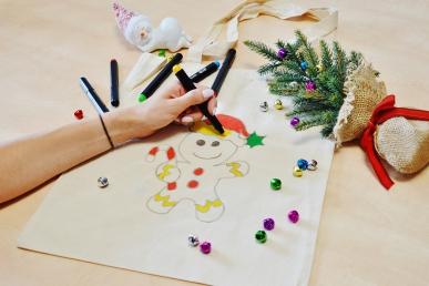 Świąteczne warsztaty malowanie toreb bawełnianych